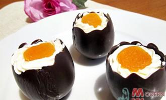 Шоколадные яйца с курагой