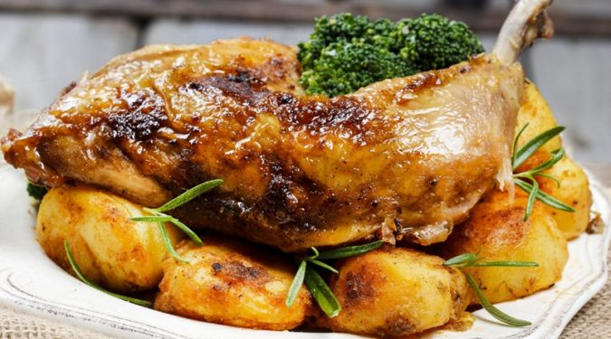 Цыпленок в духовке с картошкой