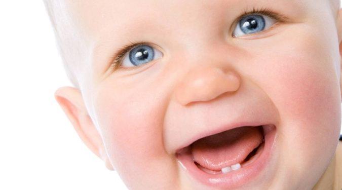 Красивые ровные зубы у малыша