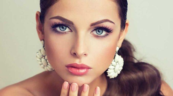 Новый тренд: стробинг в макияже